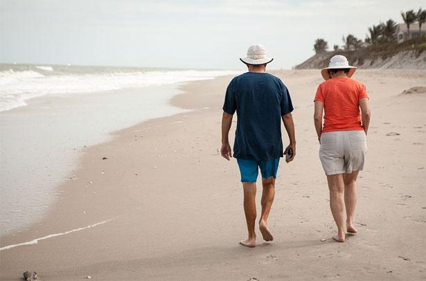 pensionati in spiaggia